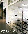 Folie zapobiegające wpadaniu na szyby-oznaczenia BHP oklejanie szyb Zdjęcie